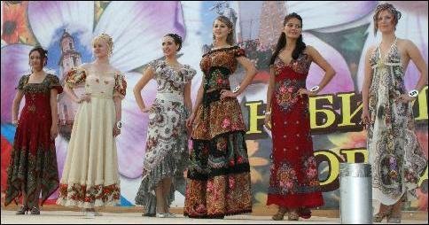 Платья и сарафаны из павлопосадских платков.